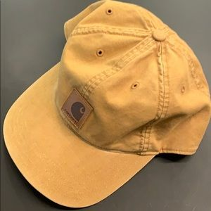 💬 Used like new Carhartt dad hat ✅ 💧